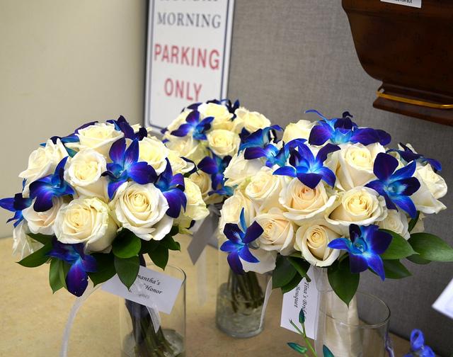 Pozytywne Inspiracje ślubne Białe Bukiety ślubne Z Niebieskim Akcentem