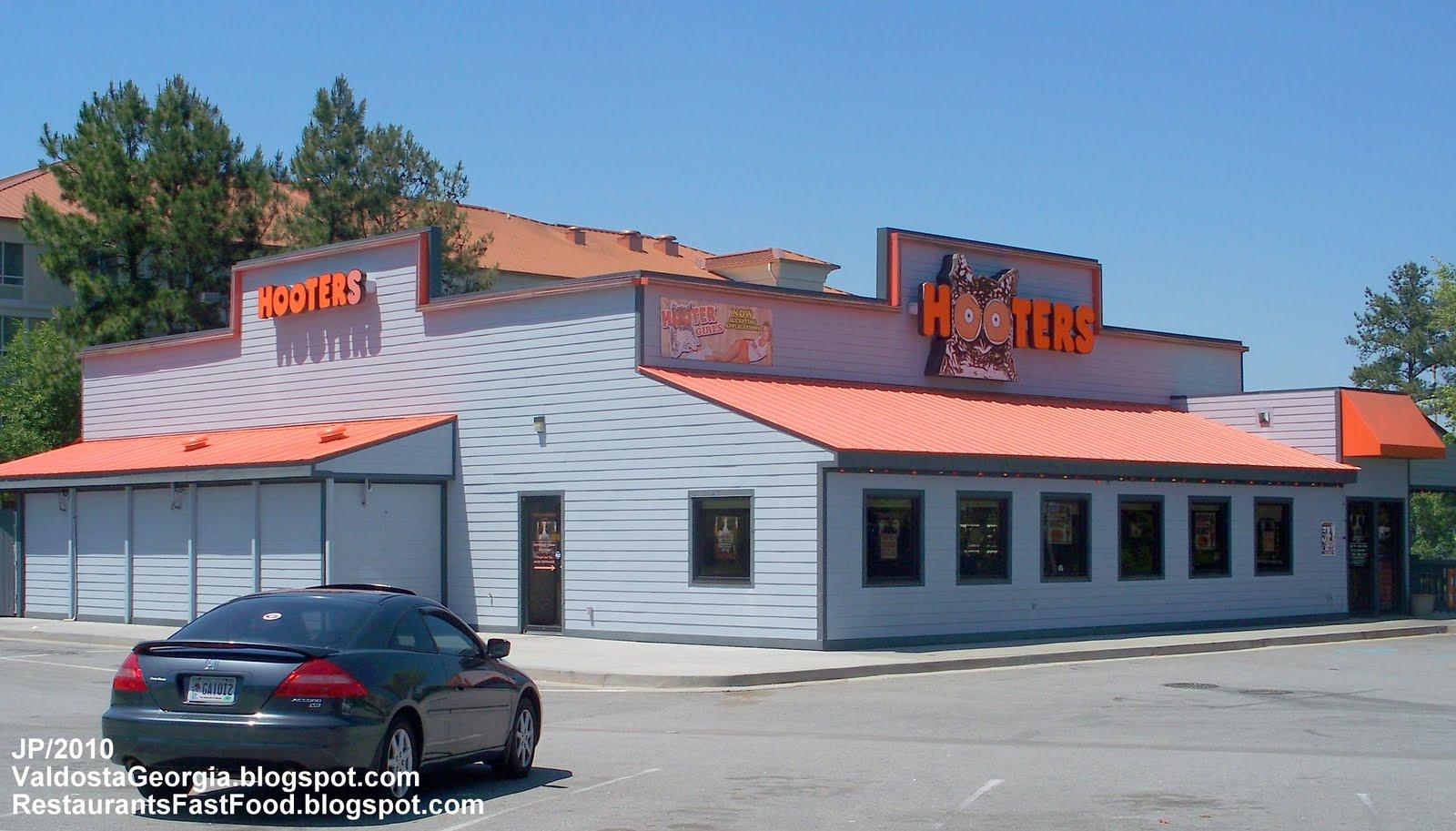 HOOTERS Hot Wings Restaurant building  Valdosta Georgia  Lowndes    Hooters Restaurant Building