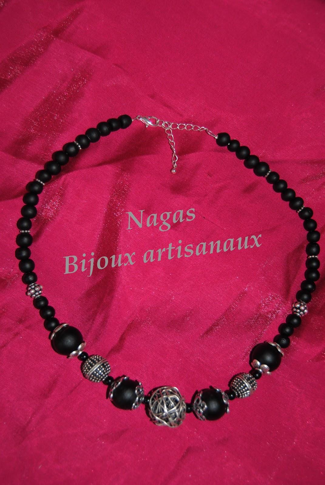 nagas bijoux artisanaux collier perle en fil de fer plaqu argent. Black Bedroom Furniture Sets. Home Design Ideas