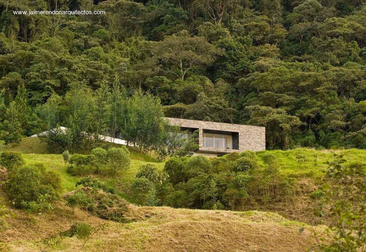 Casa residencial de estilo Contemporáneo en montañas de Colombia