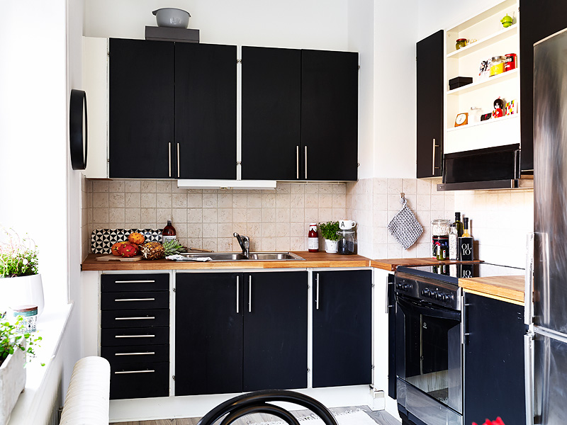 La petite fabrique de r ves un studio black white en su de for Petite cuisine noire