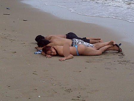 Berita Foto Bugil Topless Jenny Cortez di Pantai