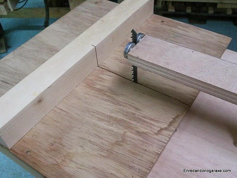Sencilla sierra de calar de mesa. Enredandonogaraxe.com