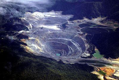 Minas de Oro en la Isla Sumbawa de Indonesia