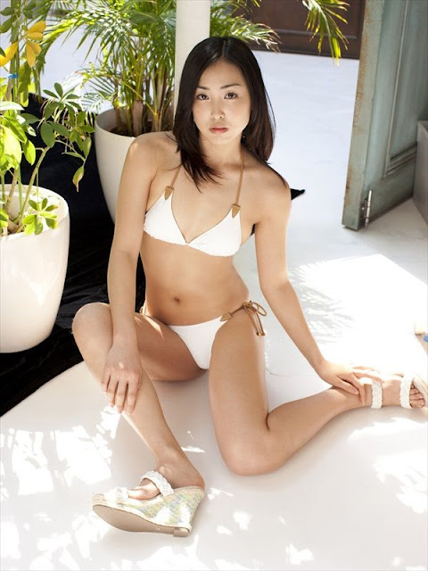 Minase Yashiro sexy in white  bikini  fashion