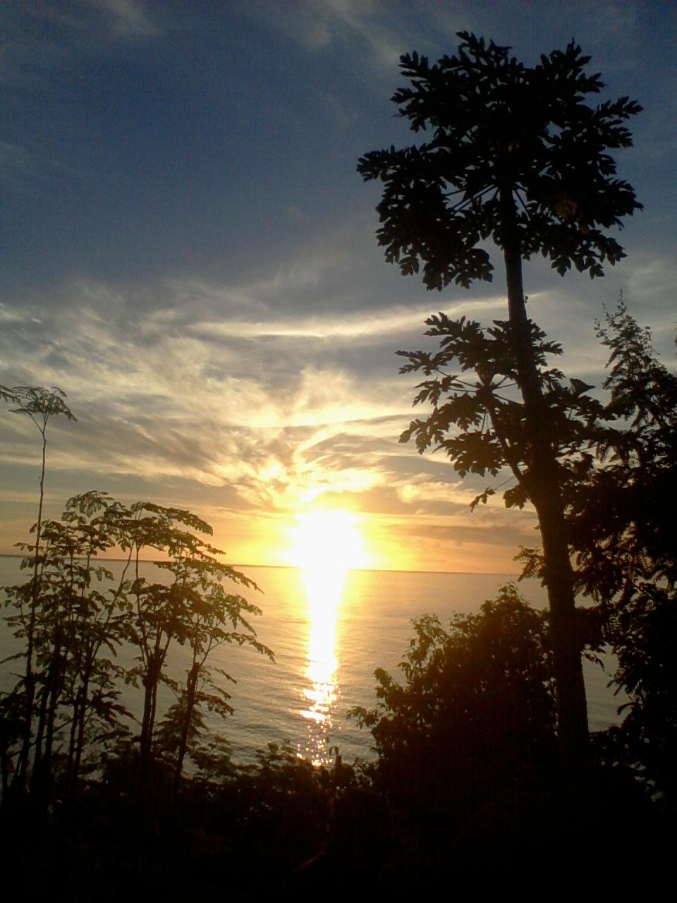 Lembata Tourism: Menikmati Indahnya Pemandangan Laut senja