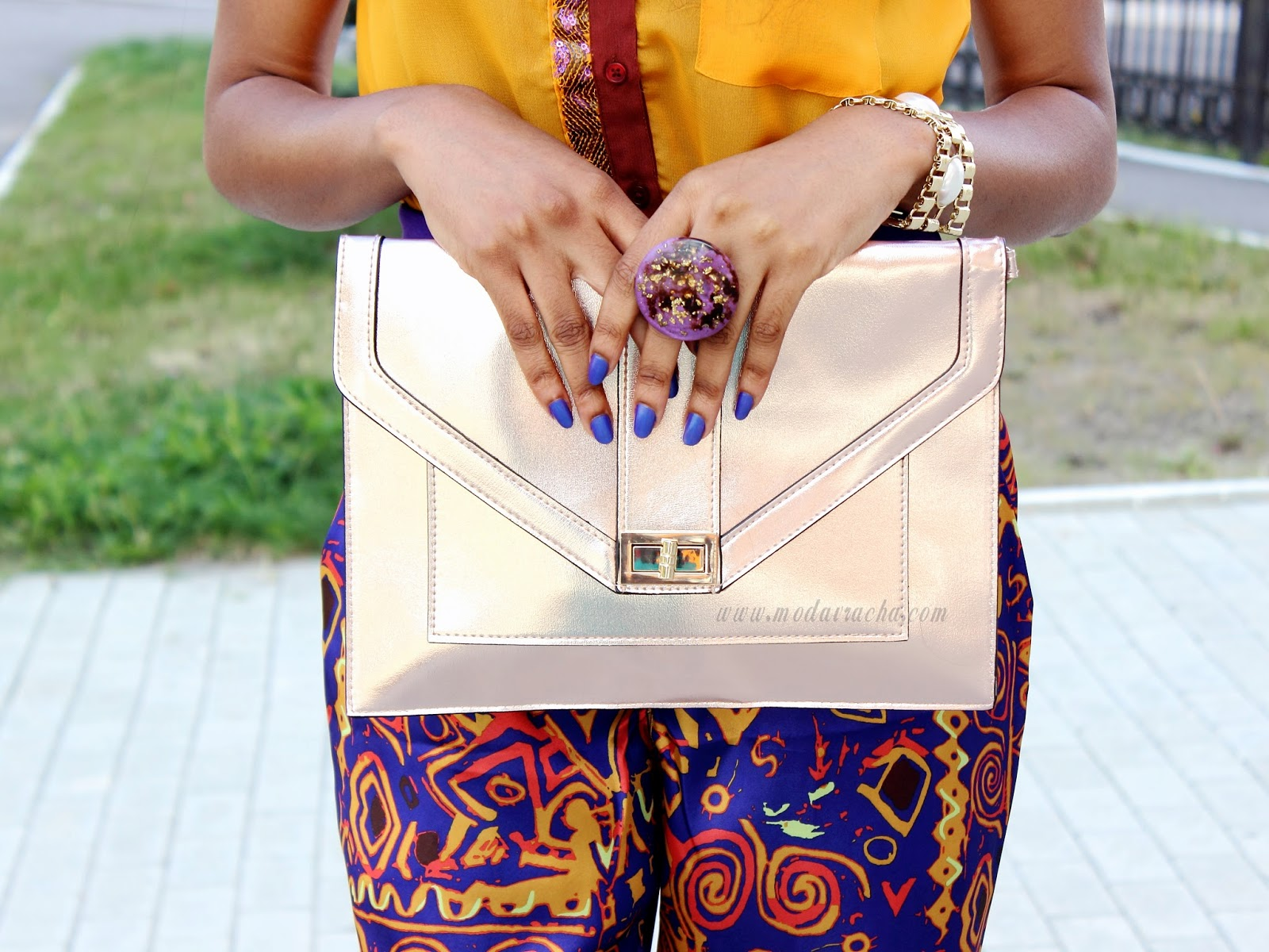 Nigerian fashion blogger modavracha in a printed pant outfit