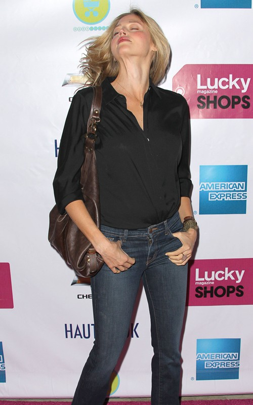 Gossip>> Estella Warren Charged With Dui, Hit And Run