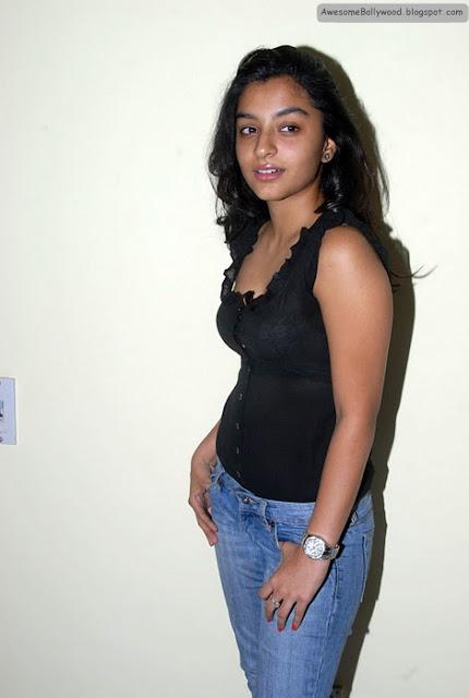 alisha jain hot photo shoot in tight jeans