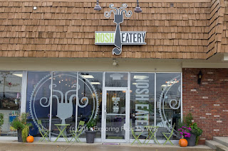 Storefront to Nosh Eatery in Hudson, Ohio