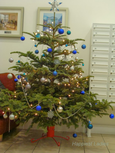Marlin Apartments Christmas Tree