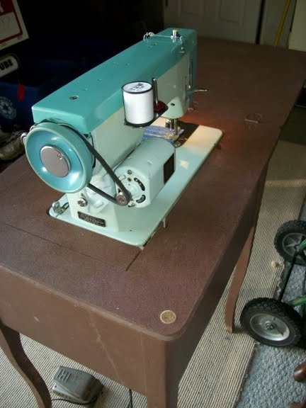 Perfect Stitch August 40 Amazing White Sewing Machine Model 1265