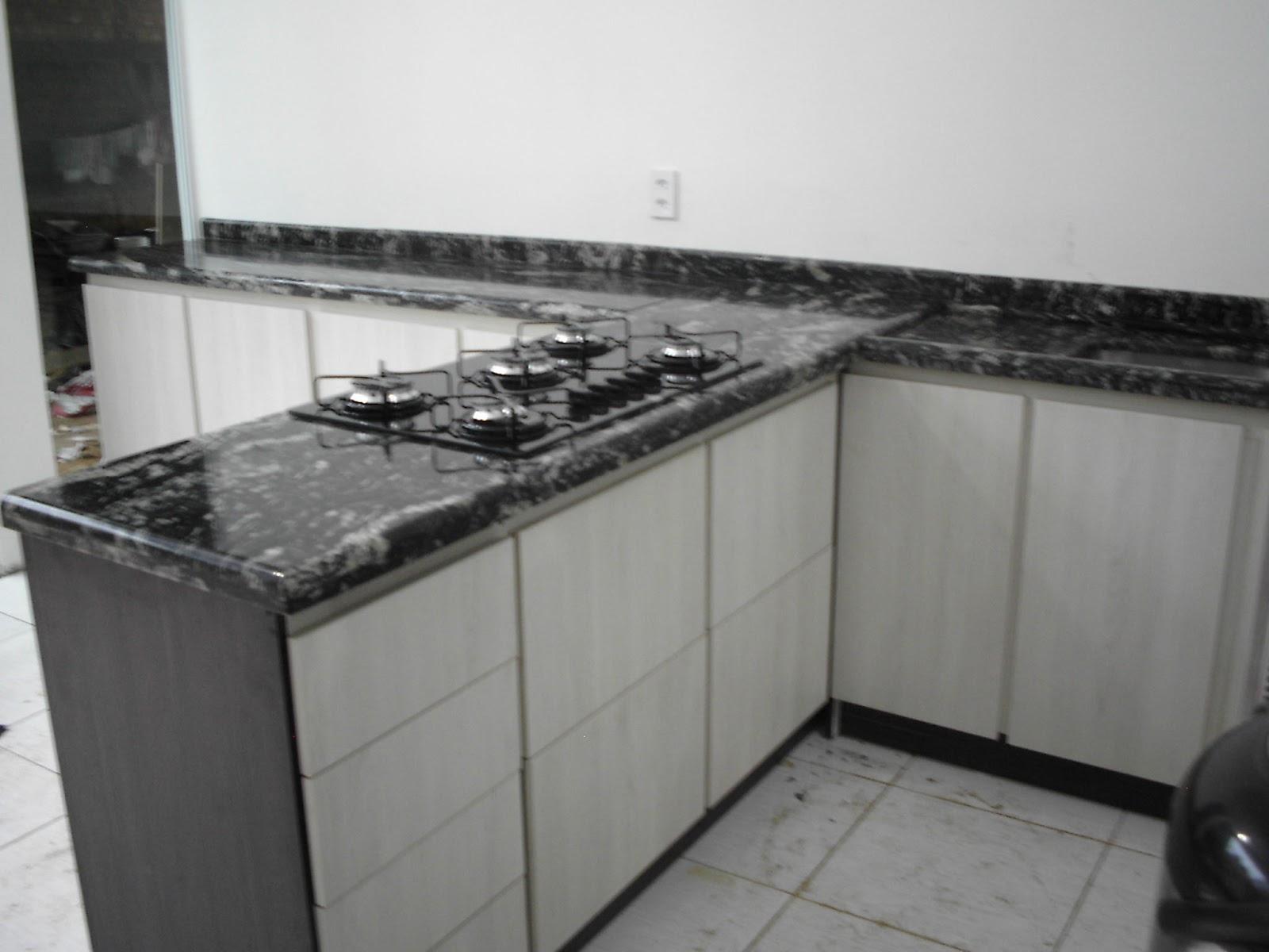 Pitanga Mármores e Granitos: Cozinha em Preto Indiano #5C5951 1600x1200 Banheiro Com Granito Preto Indiano