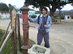 """""""Silvério"""" Hidrante de tempos remotos a caminho da casa do Cavernoso"""