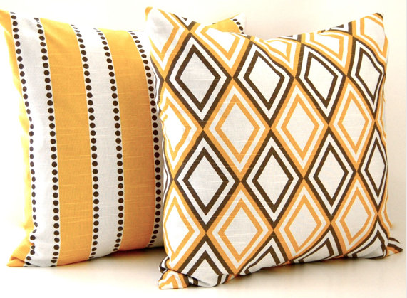 $100 Pillow Giveaway // Festive Home Decor | Honey We'Re Home