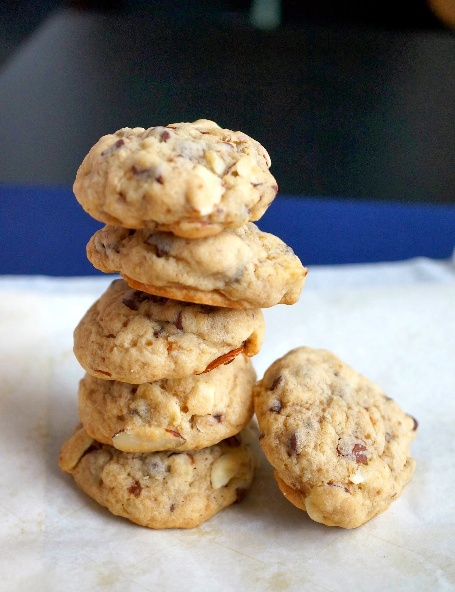 Miss Hangrypants: Chocolate Chip & Almond Cookies