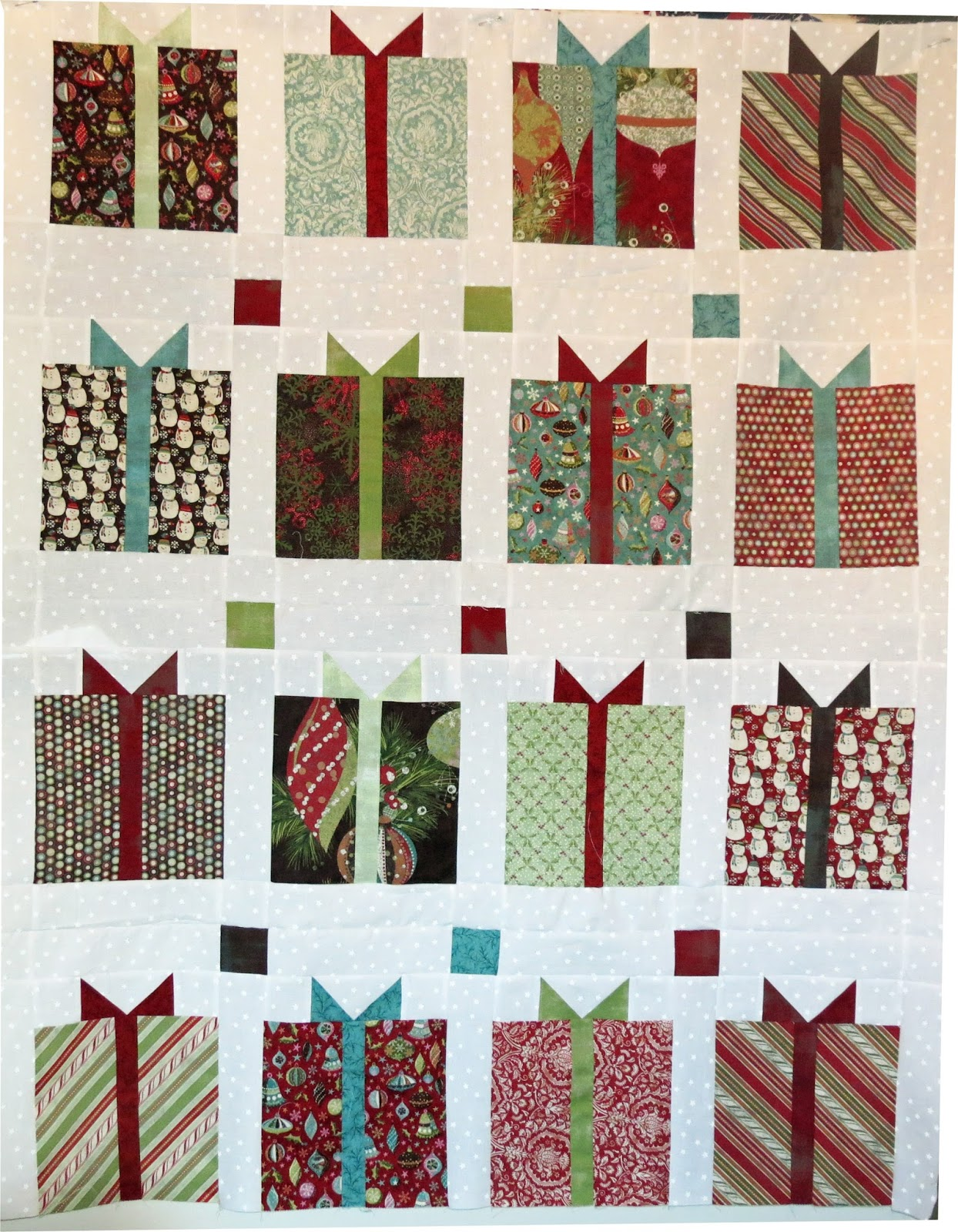 Christmas Quilt Patterns Moda : All Things Crafty: Moda Christmas Quilt Center Corrected