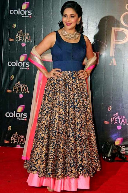 1822-Madhuri-Dixit-in-Blue-Lehenga-at-Colors-TV-3rd-Golden-Petal-Awards