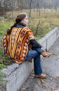 poncho-tricot-jacquard-indien
