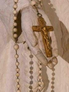 Notre Dame de la Prière, la Croix de son Chapelet, Biserica St Gilles, Ile Bouchard, 1947