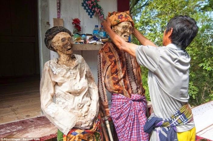 Ritual merapi mayat di Sulawesi Selatan