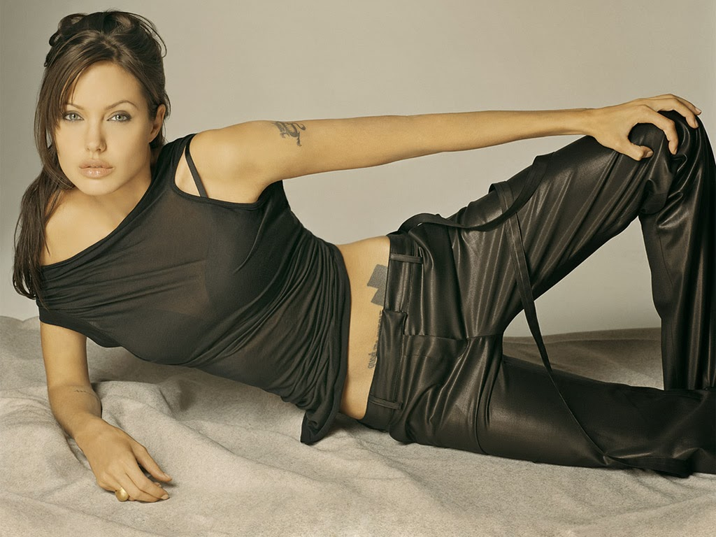 Hot Angelina jolie HD Wallpaper for iPad