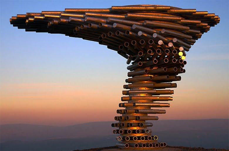 Čudne statue širom sveta - Page 5 Drvo-koje-peva-6