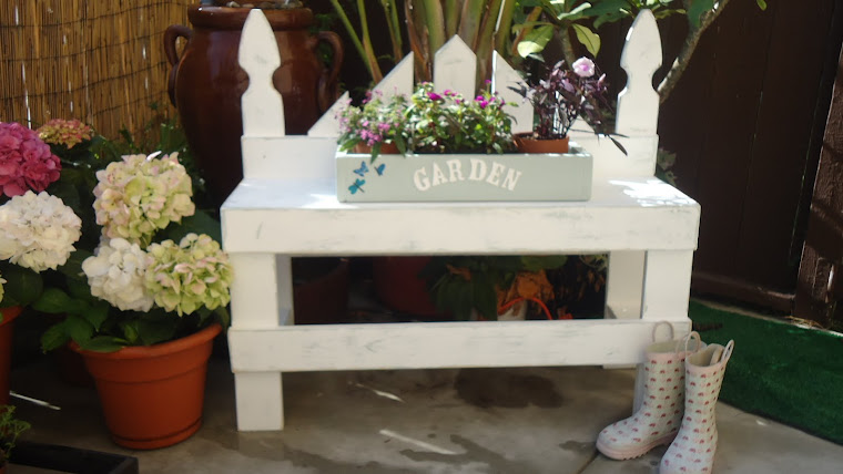 Distressed Sitting Bench- White/Blue
