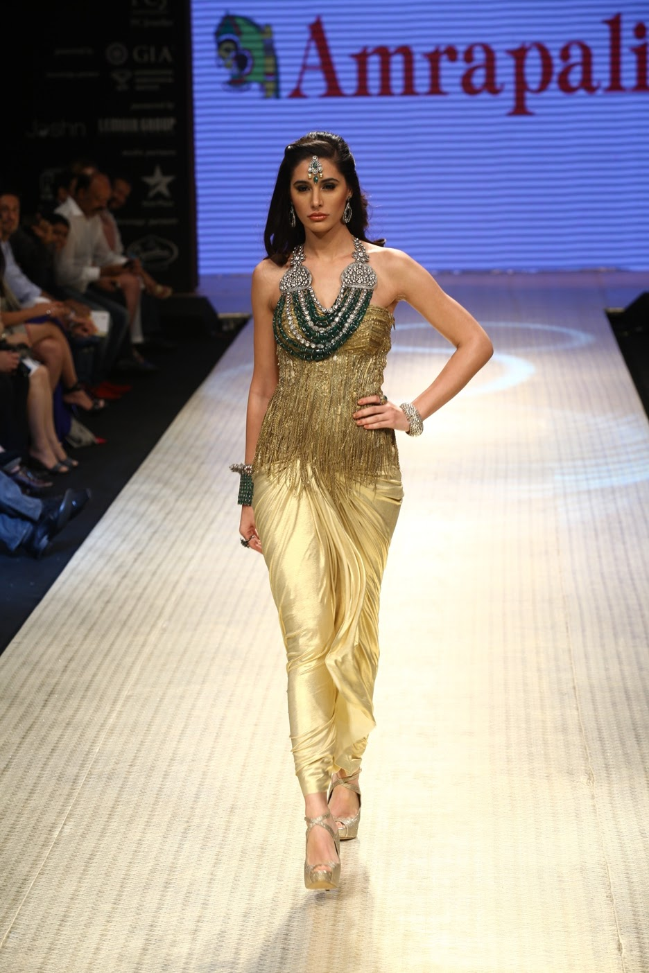 To acquire Fakhri nargis displays amrapali jewels at iijw pictures trends