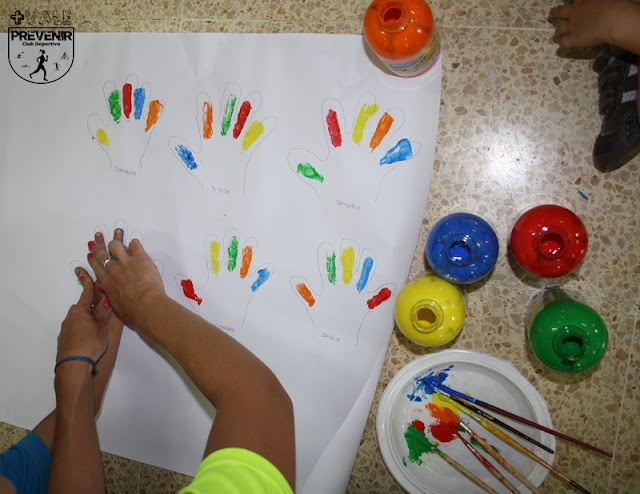pintura manos niños