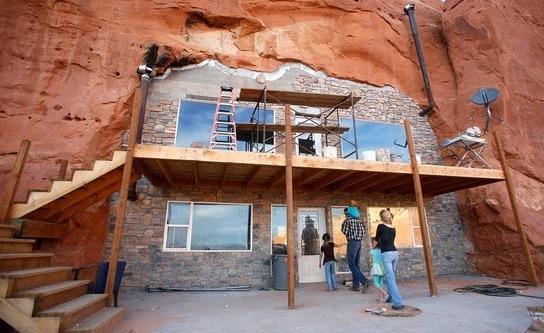 Masyarakat Ini Tinggal Dalam Bukit Batu dan Mengamalkan Poligami