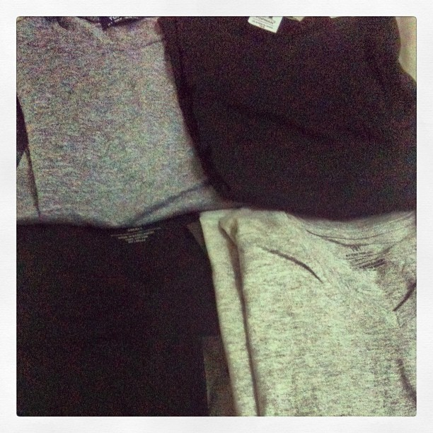 tshirt grey black shopping