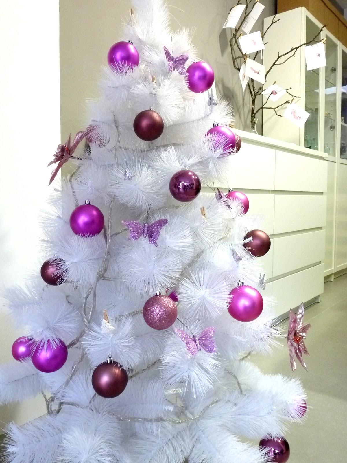 Hermanas bolena y qu os cuento yo ahora for Decoracion para arboles de navidad blancos