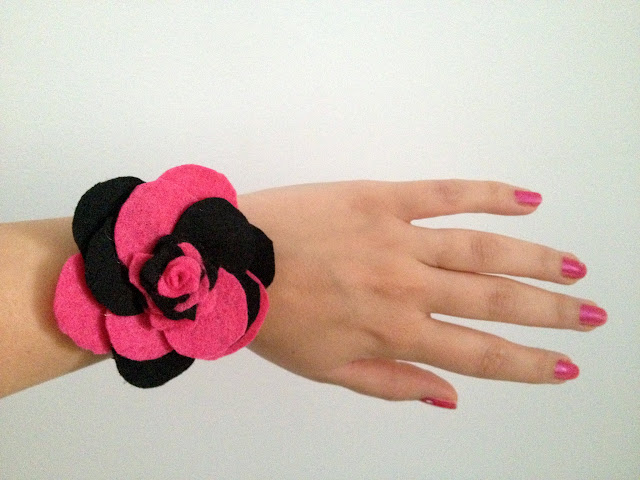 pulsera flor fieltro