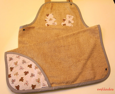 Tovallola davantal per nadó feta a mà ossets - Enfilades