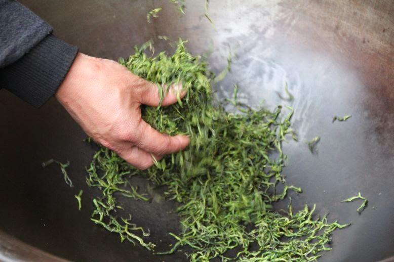 Tee - traditionelle Pfannenröstung