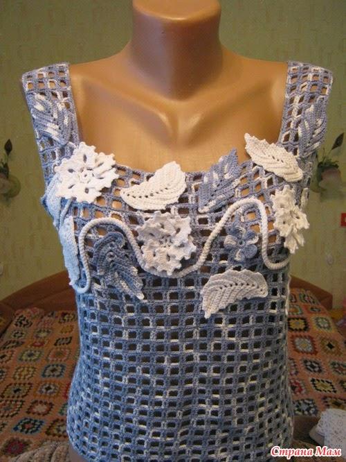 Blusa sin mangas al crochet decorada con apliques