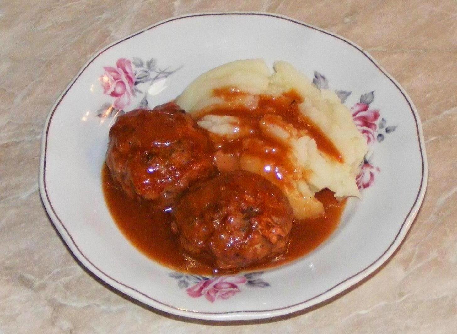chiftele cu sos, reteta chiftele, chiftele, chiftele marinate, retete de mancare, sos cu chiftele, retete si preparate culinare cu carne de porc, chiftele cu carne de porc, mancaruri cu sos, chiftelute cu sos, retete chiftele,