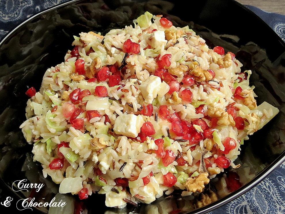 Ensalada tibia de arroz con granada, nueces y feta