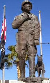 Estatua de PAtton y Willie en el General Patton Memorial Museum