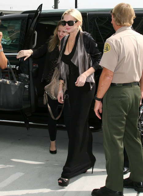 Lindsay Lohan – Candids at Los Angeles Courthouse
