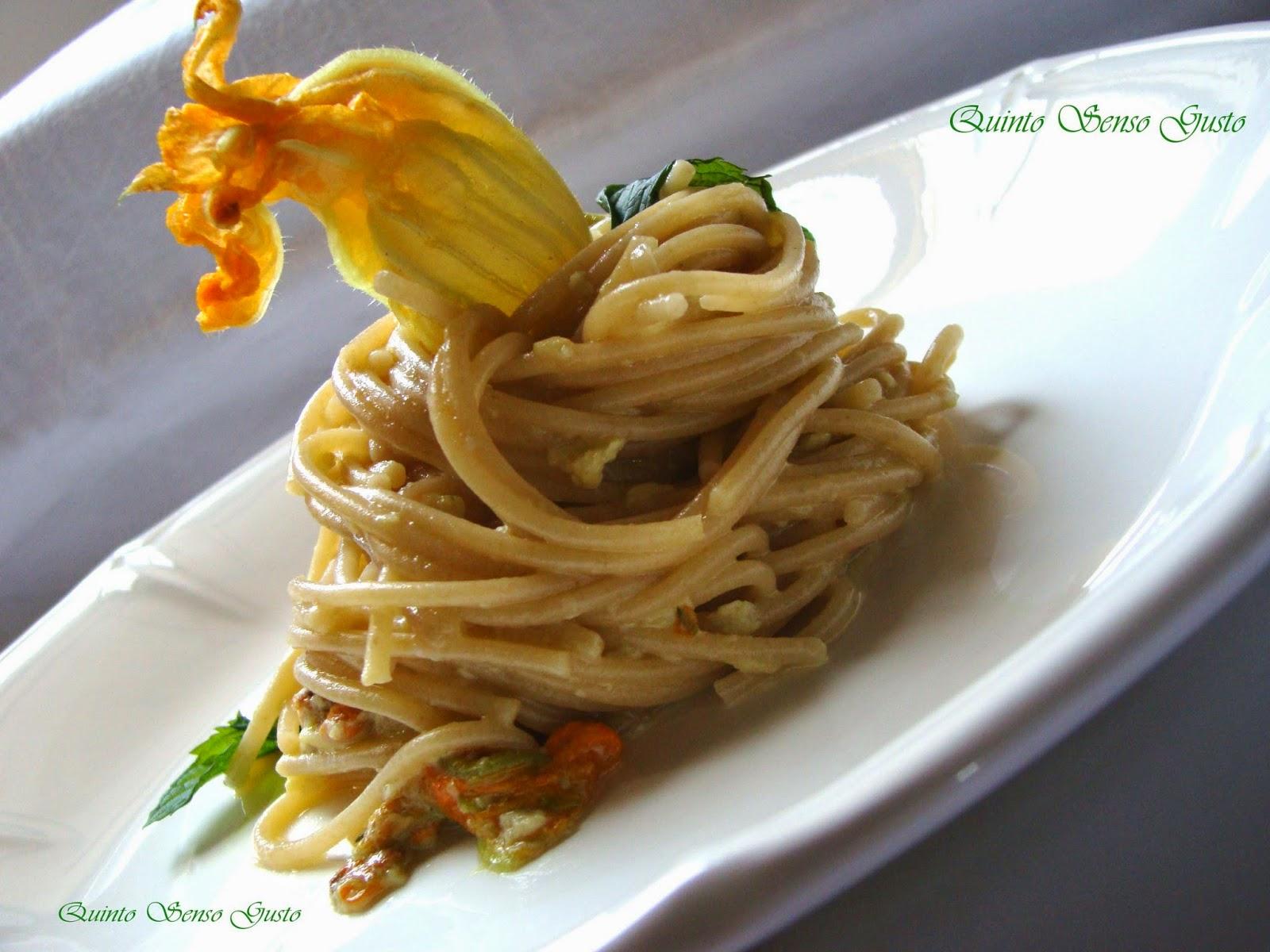 spaghetti integrali ai fiori di zucca profumati alla menta
