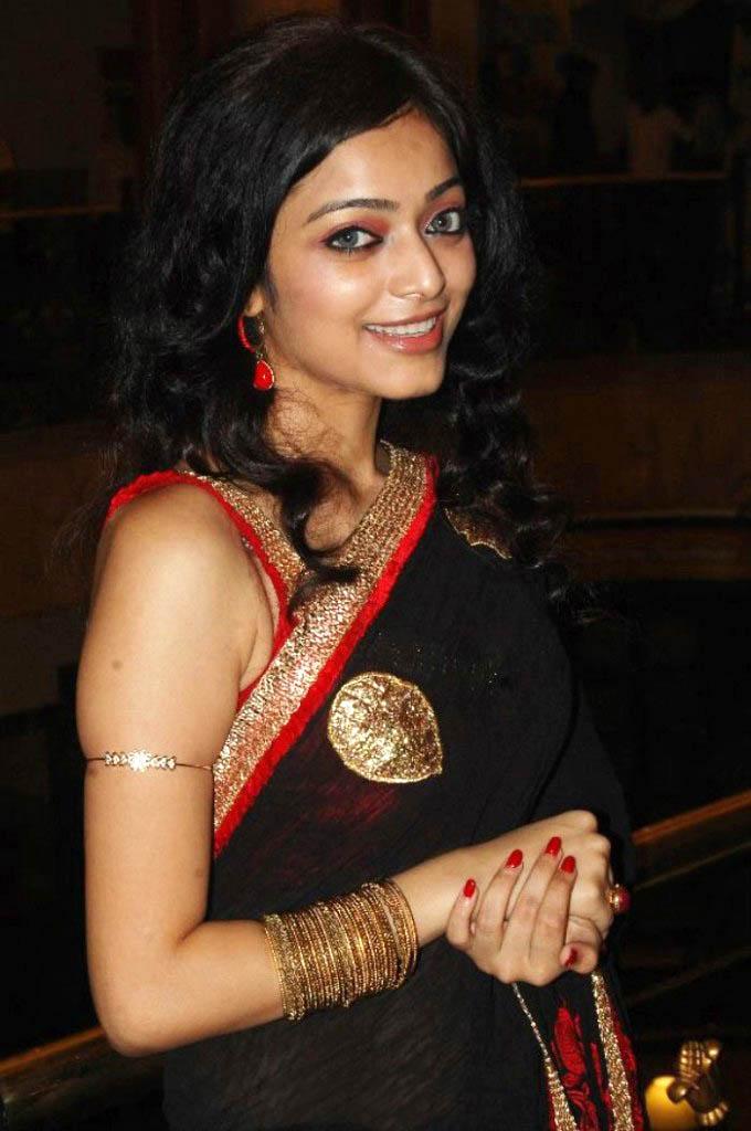 http://2.bp.blogspot.com/-a6UaiQKqRwM/TcDQ0iGhSyI/AAAAAAAAHwY/_LnVEGnj83M/s1600/janani_iyer_hot_saree_stills%2B_23_-0015Indian%2BMasala_01indianmasala.blogspot.com.jpg