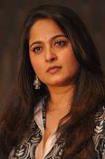 Anushka latest glamorous photos-thumbnail-39
