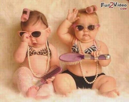 Photo drôle  bébé jumelles