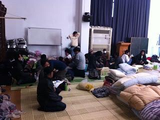 photo penampungan WNI Tsunami Jepang