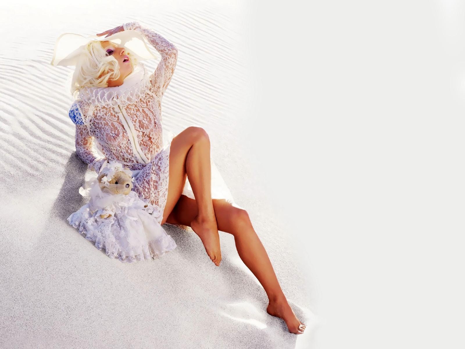 http://2.bp.blogspot.com/-a6zvvWx-9gg/TepaBkxCfeI/AAAAAAAAB10/V8oJZExsUE0/s1600/Lady-Gaga-Wallpaper-6.jpg