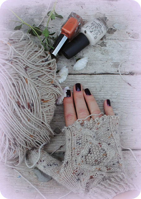 handmade, hello, knitting, gloves, mittens, knitted gloves, nail polish, flowers, garden, tilda, blog, blogger