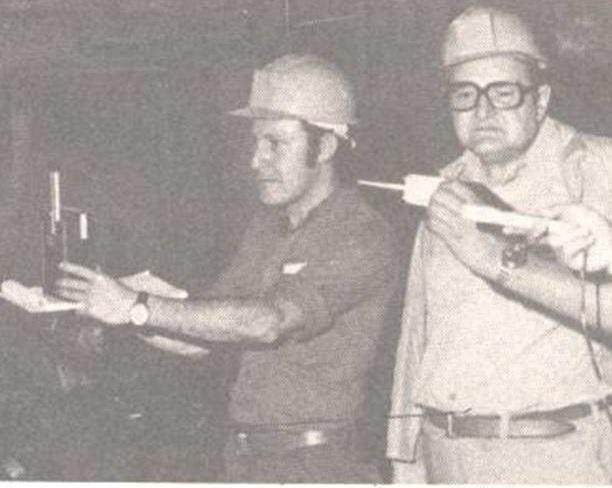 El Padre de la Salud Ocupacional, Emigdio Cañizalez, conduciendo un estudio de Higiene Ocupacional