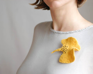 Ginkgo yeallo leaf felted brooch